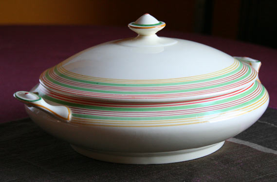 crown-ducal-tureen
